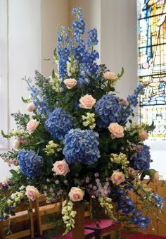 Church Wedding Arrangements Floral Design 2019 large flower arrangements for church and creative flower arrangements for weddings private The post Church Wedding Arrangements Floral Design 2019 appeared first on Floral Decor. Altar Flowers, Church Flowers, Funeral Flowers, Wedding Flowers, Bouquet Wedding, Blue Wedding, Creative Flower Arrangements, Funeral Flower Arrangements, Hydrangea Wedding Arrangements