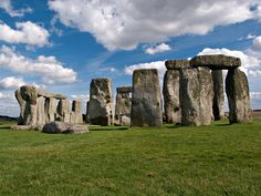 Stonehenge is a 3000 years old bewildered circle of horizontal stones and it is a very famous pre-historic site of the Great Britian.