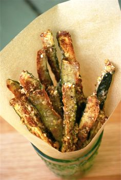 Zucchini Oven Fries - dredged in spelt flour, pecans, and cornmeal - YUM Side Recipes, Vegetable Recipes, Great Recipes, Vegetarian Recipes, Cooking Recipes, Favorite Recipes, Healthy Recipes, Radish Recipes, Oven Fried Zucchini