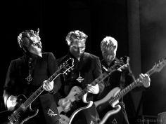 ghost papa emeritus popestar nameless ghouls live #ghost #ghostbc #papa #namelessghouls #namelessghoul #popestar #popestartour #concertphotography #liveshow #livemusic #swedishmetal #rockmusic #heilsatan #heavymetal #livemusicphotography #photography #masks #band #rocknroll #musicphotography #liveshot