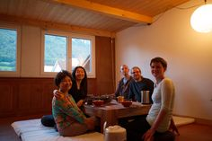 Korean guests - good food, good tea, good meditation   #zen #temple #meditation #switzerland #zeremonie #hochzeit #beerdigung #digitalernomade #wandern #freietrauung #retreat #wedding #funeral #hiking #schweiz #gaywedding #ceremony #celebrant #digitalnomad #禅 #선 #스위스 #スイス #禅寺 #tempel