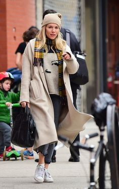 Sienna Miller in New York City, New York on Thursday 01/03/18 #VeronicaTasmania