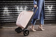 Increase your mobility while shopping the BOW Bag On Wheels Interchangeable Shopping Trolley, providing 40 liters of storage space. Rolling Bag, Bow Bag, Large Bags, Birds In Flight, Leather Bag, Baby Strollers, Shopping Bag, Bows, Backpacks