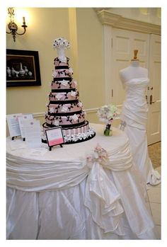 notice the white fabric that is going around the top edge of the table, we could do this with burlap