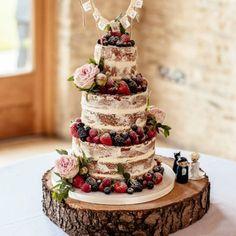 Celebrating #WeddingWednesday with one of the most beautiful cakes from our #EllisBride Lucy : @_cassandralane . . . . . #weddinginspiration #weddingcake #weddinginspo #cake #weddingdecor #weddingdecoration #bridetobe #bridal