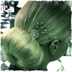 Hair bun is maybe the easiest hairdo to be decorated! Even the place of the bun makes it look like different but how about various decorations! #hair #hairdo #hairbun #bun #hairdecoration #diamonds #haircomb