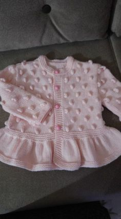 How to Make a Pistachio Embellished Skirt Flared Baby Cardigan? How To Make A Peanut Embellished Skirt Flared Baby Cardigan? Baby Sweater Patterns, Baby Cardigan Knitting Pattern, Knitted Baby Cardigan, Baby Pullover, Knitted Baby Blankets, Baby Knitting Patterns, Baby Patterns, Cardigan Bebe, Pull Bebe