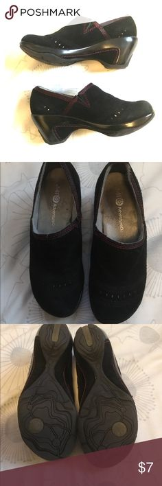 BROOKE BLACK Leather Suede Slip On Clogs Shoes 🦋 J-41 Adventure On BROOKE BLACK Leather Suede Slip On Clogs Shoes Women Sz 6.5 but runs small so fits size 6. Gently worn and in excellent condition. Very soft cushioned insoles. Slip resistant outsoles. Wedge-like heels are 2 3/4 inches high including the platform. Super comfortable shoes. Color black with red details. My home is pets and smoke free. Bundle and save 10%🛍✨💋 J-41 Adventure On Shoes Mules & Clogs