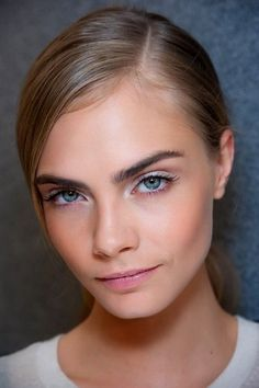 z-a-ra: Cara Delevingne at Ermanno Scervino SS 2013 White eyeshadow at its best. Beauty Makeup, Hair Makeup, Hair Beauty, Makeup Hairstyle, Eye Makeup, White Eyeshadow, Bold Brows, Nice Eyebrows, Eyebrows Grow