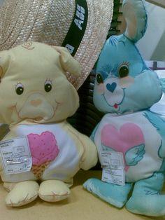 tällaiset Halinallet ovat erittäin tervetulleita. Apina, possu ja keltainen kissa(?) löytyy jo (rinnassa tähti ja sydän). Hyväkuntoisena ja tahrattomana, kiitos. :) Saa lähettää myös ilman täytteitä/ompelemattomia versioita. :)