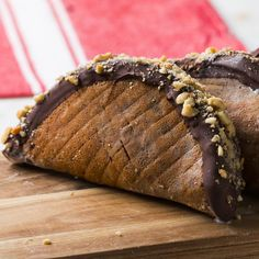 Chocolate-Dipped Ice Cream Tacos Recipe by Tasty Ice Cream Taco, Dips Ice Cream, Ice Cream Desserts, Vanilla Ice Cream, Ice Cream Recipes, Cocoa Chocolate, Chocolate Dipped, Chocolate Crepes, Bon Dessert