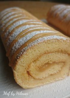 de gitano con dulce de leche - Mis recetas favoritas by Hilmar Mexican Food Recipes, Sweet Recipes, My Favorite Food, Favorite Recipes, Pizza Ball, Cake Roll Recipes, Delicious Desserts, Yummy Food, Biscuits