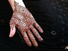In this article, you will see the out-of-the-box situations faced by tattooers and what should be done during tattooing. This is certainly not a shift. On the contrary, it is … Mehndi Tattoo, Henna Tattoo Designs, Henna Mehndi, Henna Art, Mehendi, Arabic Henna, Henna Tattoos, Gold Henna, White Henna