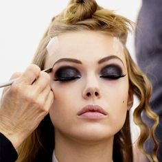 im a huge fan of black eye shadow, and there is always a right way to make it look good, and this is just gorgeous!