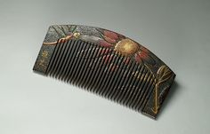 Japanese comb, dragonfly and daisy motif. Early Showa period (1926-1989)