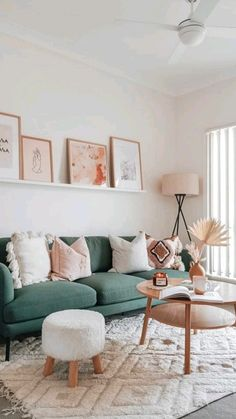 Cozy Living Rooms, Home Living Room, Apartment Living, Living Room Decor, Living Room With Carpet, Chic Apartment Decor, Bright Apartment, Boho Chic Living Room, Apartment Furniture