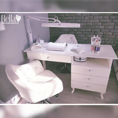Really comfortable & impressive looking Nail Desk Station for single working technician 😌💓 This desk is all you need - it's classy, trendy, comfy and designed for your clients💅🌹💕 Home Nail Salon, Nail Salon Design, Salon Interior Design, Nail Desk, Nail Room, Beauty Room Decor, Beauty Salon Decor, Salon Furniture, Bespoke Furniture