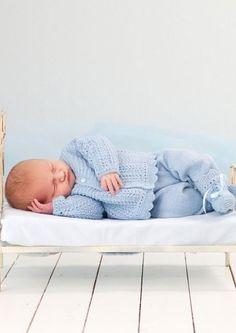 Jakke, Buske, Lue og Sokker pattern by Anne-Kirsti Espenes Knitting Patterns Boys, Baby Boy Knitting, Baby Patterns, Baby Layette, Baby Boy Newborn, Baby Kids, Crochet For Boys, Crochet Baby, Baby Room Set