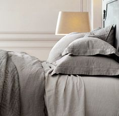 Make the bed with linen sheets for stylish sleeping comfort - Comfortable home