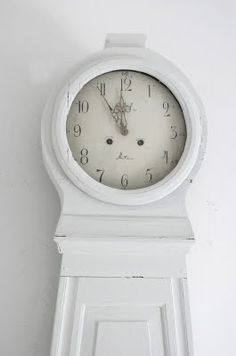 ♥ Grandmother Clock - like a Grandfather Clock but with a more curved shape and shorter in stature.
