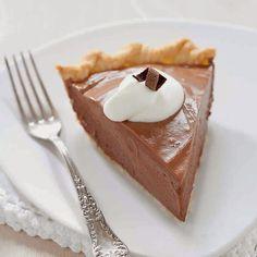 Ingrédients : une pâte sablée 125 g de chocolat noir 4 œufs 70 g de sucre 50 cl de crème fraîche Préparation : Préchau...