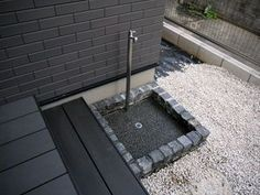 画像 : DIYで作る簡単立水栓まとめ画像集|庭 枕木 水道 レンガ タイル 散水栓 排水 - NAVER まとめ