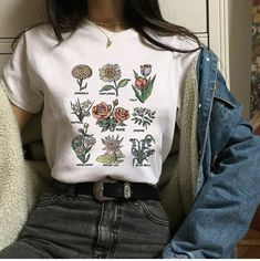 Flawless Summer Outfits Ideas For Slim Women That Looks Cool - Oscilling Aesthetic Fashion, Aesthetic Clothes, Look Fashion, 90s Fashion, Korean Fashion, Fashion Outfits, Aesthetic Grunge, Aesthetic T Shirts, Womens Fashion