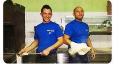 Giovani ma determinati, i fratelli Rasà preparano con sapiente passione specialità che hanno fatto fare più volte il giro del loro nome più volte a Catania. Provate la pizza al tartufo...