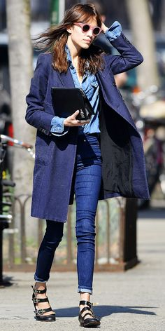 Alexa Chung Running errands around New York City #fashion #Alexa #Chung