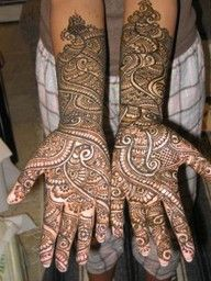 professional artists, their imaginations run wild the moment they hold their mehndi cone over some ones hand and they can rapidly, in the matter of minutes create a design so unique and beautifu
