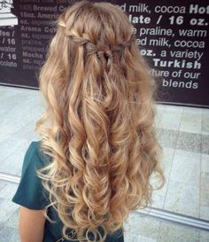 Image via We Heart It #curlyhair #goals #hair #hairstyle #long #pretty