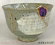 Tazón de fuente japonés con la piedra preciosa geoda de ágata