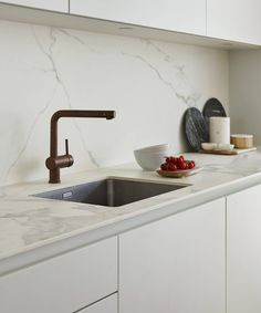 68 super ideas for kitchen marble top faucets Kitchen Living, New Kitchen, Kitchen Decor, Kitchen Grey, Kitchen Wood, Kitchen Sinks, Kitchen Ideas, Marble Interior, Interior Design Kitchen