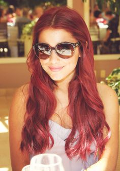 I wish I was brave enough to dye my hair a vibrant red! I wish I was brave enough to dye my hair a vibrant red! Dye My Hair, Hair A, Her Hair, Ariana Grande Red Hair, Red Hair Tumblr, Back To School Haircuts, Victorious, Grandes Photos, Divas