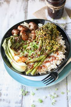 Short on time and want a satisfying and flavorful meal? This easy teriyaki rice bowl with roasted veggies is it! Home made sauce with vegan perfection.