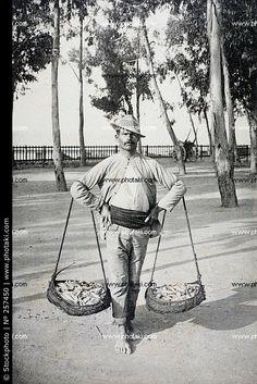 Antigua foto del vendedor de pescado (photaki)  MÁLAGA antiguo