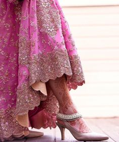Women anklets a perfect method to take jewellery series into the next stage. Wedding Slippers, Pakistani Bridal, Bridal Mehndi, Wedding Mehndi, Bridal Lehenga, Mehendi, Bridal Sandals, Indian Bridal Fashion, Desi Wedding