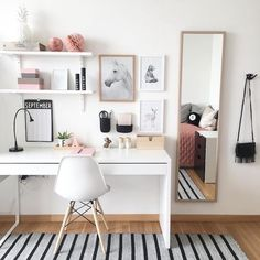 31 White Home Office Ideas To Make Your Life Easier; home office idea;Home Office Organization Tips; chic home office. Home Office Design, Home Office Decor, Diy Home Decor, Office Ideas, Office Decorations, Office Chic, Office Designs, Home Decoration, Office Style
