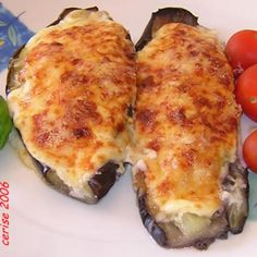 is that eggplant with cheese béchamel sauce? Diet Recipes, Cooking Recipes, Healthy Recipes, Fried Eggplant Recipes, Eggplant Zucchini, Chilean Recipes, Bechamel Sauce, Home Food, Food And Drink
