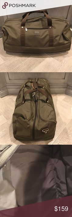 Dakota duffle bag by Tumi Great condition, used once. Very well made, leather snap closure for handles. No shoulder strap. A smart and durable bag. Dakota Bags Luggage & Travel Bags
