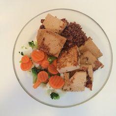 Torskerogn med ris    - 1 person  - Ingredienser:   40 g ris   200g rogn  300 g brokkoliblanding  Ketchup  Fremgangsmåte:    *Kok ris    *Stek rogn *kok grønnsaker
