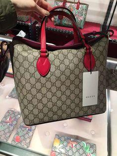 c72550d95d0  guccibags  gucci tote bag  gucci purses  guccihandlebag  guccihandbag   guccitotebag Gucci GG Supreme Handle Tote Bag 429147 KLQIG 9784