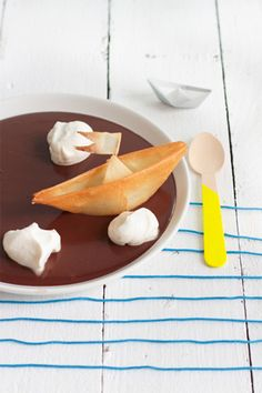 Chocolate Cream and Filo Boats by Carnets Parisiens - so fun!
