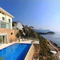 #Fontvieille An other amazing villa For sale 25.000.000€ Enquiries: contact@baldoandco.com ___________________________ #Villa #amazingpool #seaview #monaco #montecarlo #luxury #view #paradise #luxuryhomes #art #decoration #investment #marble #luxurious #la #ny #dubai #hongkong #miami #pool #top #amazing #luxurylife #strropez #frenchriviera #pool #architecture #luxuryvilla #italy #sanmarcoconstruction by baldoandco from #Montecarlo #Monaco