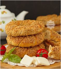 pastane simiti Biscuits, Bagel, French Toast, Cooking Recipes, Bread, Breakfast, Ethnic Recipes, Food, Sultan