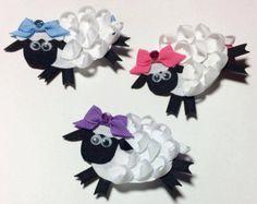 Sheep Ribbon Sculpture Hair Clip. Sheep Hair by creationslove Ribbon Hair Bows, Diy Hair Bows, Bow Hair Clips, Ribbon Art, Ribbon Crafts, Ribbon Flower, Hair Bow Tutorial, Flower Tutorial, Rainbow Loom Charms