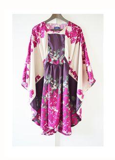 Rose fuchsia violet beige faux soie caftan caftan robe flowy robe dété. Il est parfait pour la plage ou dans la ville. Unique taille, il
