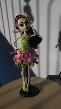 Sunlight Skelita - I like this colour lime green Crochet Monster High, Monster High Dolls, Crochet Dresses, Crochet Clothes, Barbie Clothes, Barbie Dolls, Ever After, Sunlight, Beautiful Outfits