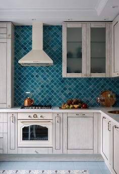 〚 White-blue apartment with oriental notes in Moscow sqm) 〛 ◾ Photos ◾Ideas◾ Design Kitchen Tiles Design, Interior Design Kitchen, Beach Kitchens, Home Kitchens, Living Room Kitchen, Kitchen Decor, Diy Kitchen Storage, Beautiful Kitchens, Beautiful Interiors