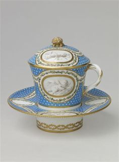 Porcelain de Sévres en grisailles vers 1769-1770 Pâte tendre////// Sevres porcelain painted in grisailles around 1769-1770 made in Soft Paste